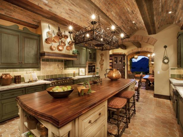 Woody Kitchen Pictures
